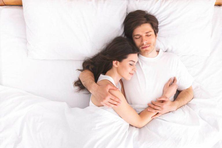 10 Best Mattresses For Cuddling In 2021 – October 2021